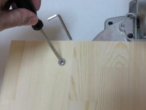 板をベースに乗せて、M6の皿ボルトで固定します(2箇所)